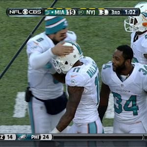 Miami Dolphins QB Ryan Tannehill finds WR Mike Wallace for a 28-yard touchdown
