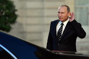 Russian President Vladimir Putin leaves the Elysee …