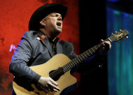 "Garth Brooks sings ""Papa Loved Mama,"" a song written by Kim Williams, as Williams is inducted into the Nashville Songwriters Hall of Fame on Sunday, Oct. 7, 2012, in Nashville, Tenn. (AP Photo/Mark Humphrey)"