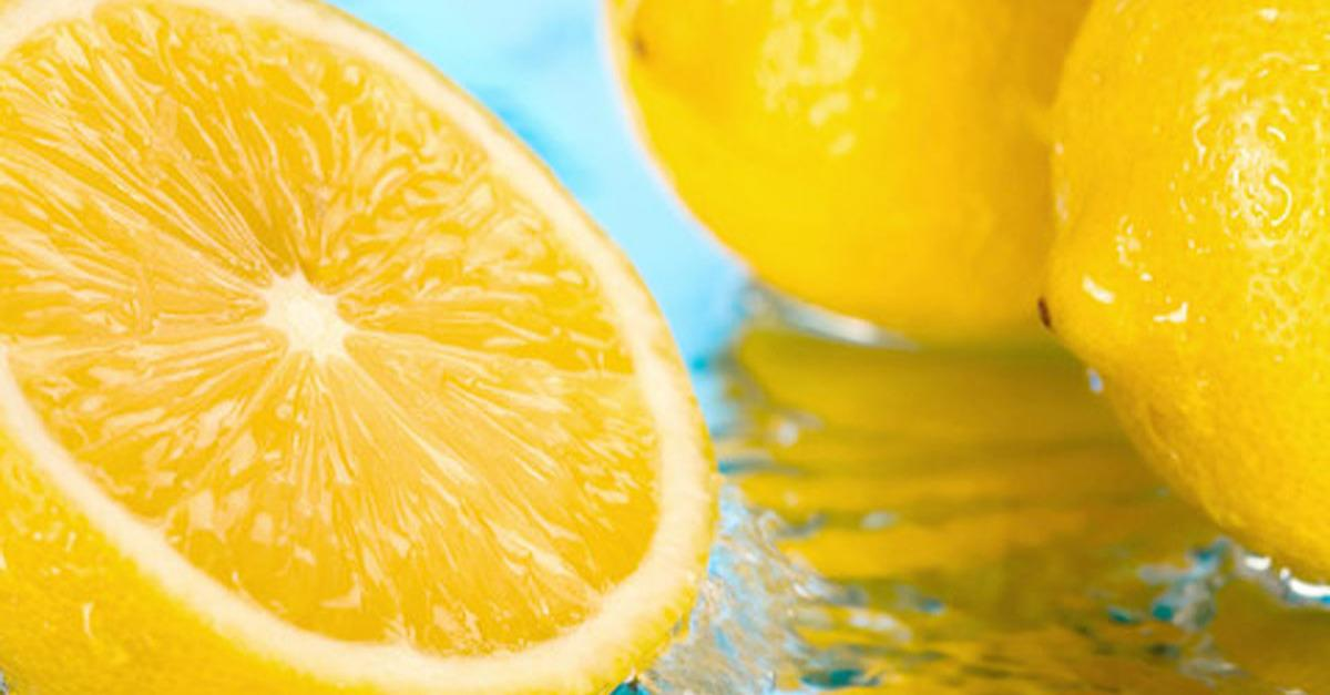 5 Reasons You Should Be Drinking Lemon Water Now!
