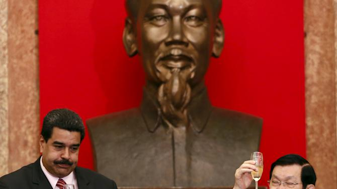 Venezuela's President Nicolas Maduro and his Vietnamese counterpart Truong Tan Sang drink wine after a signing ceremony at the Presidential Palace in Hanoi, Vietnam