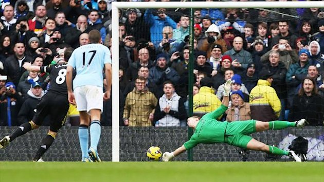 Joe Hart saves Frank Lampard&#39;s penalty