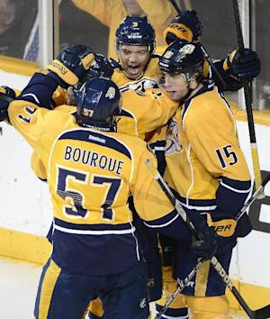 Predators surge past Blackhawks 7-2