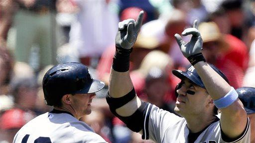 Yankees, Rivera survive wild 9th to snap skid