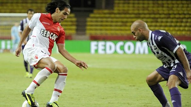 Monaco's Radamel Falcao (L) fights Toulouse's Aymen Abdennour for the ball during their French Ligue 1 match