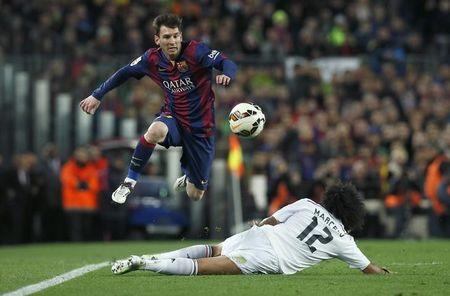 Messi should be fit for Celta game, Pique says