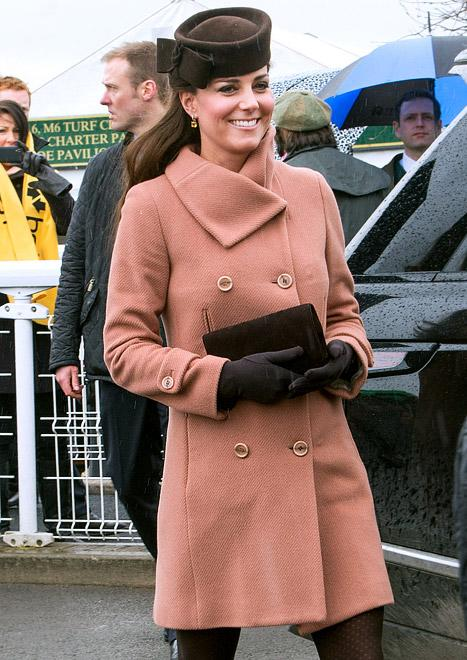 Kate Middleton Glows, Covers Up Baby Bump at Horse Races