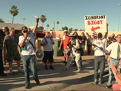 Crowds gather for anti-Islam demonstration outside Phoenix mosque