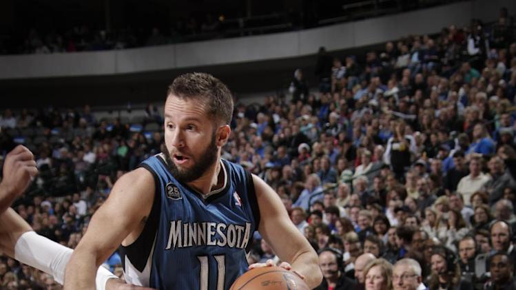 Wolves snap 3-game skid, win 112-106 at Dallas