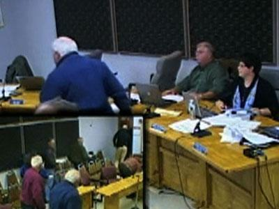 Raw: Quake hits during Maine town meeting