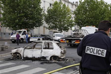 French Youths Fire On Police In Overnight Clashes