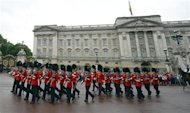 Guardsmen perform the Changing the Guard ceremony in front of Buckingham Palace, in central London July 23, 2013. REUTERS/Paul Hackett