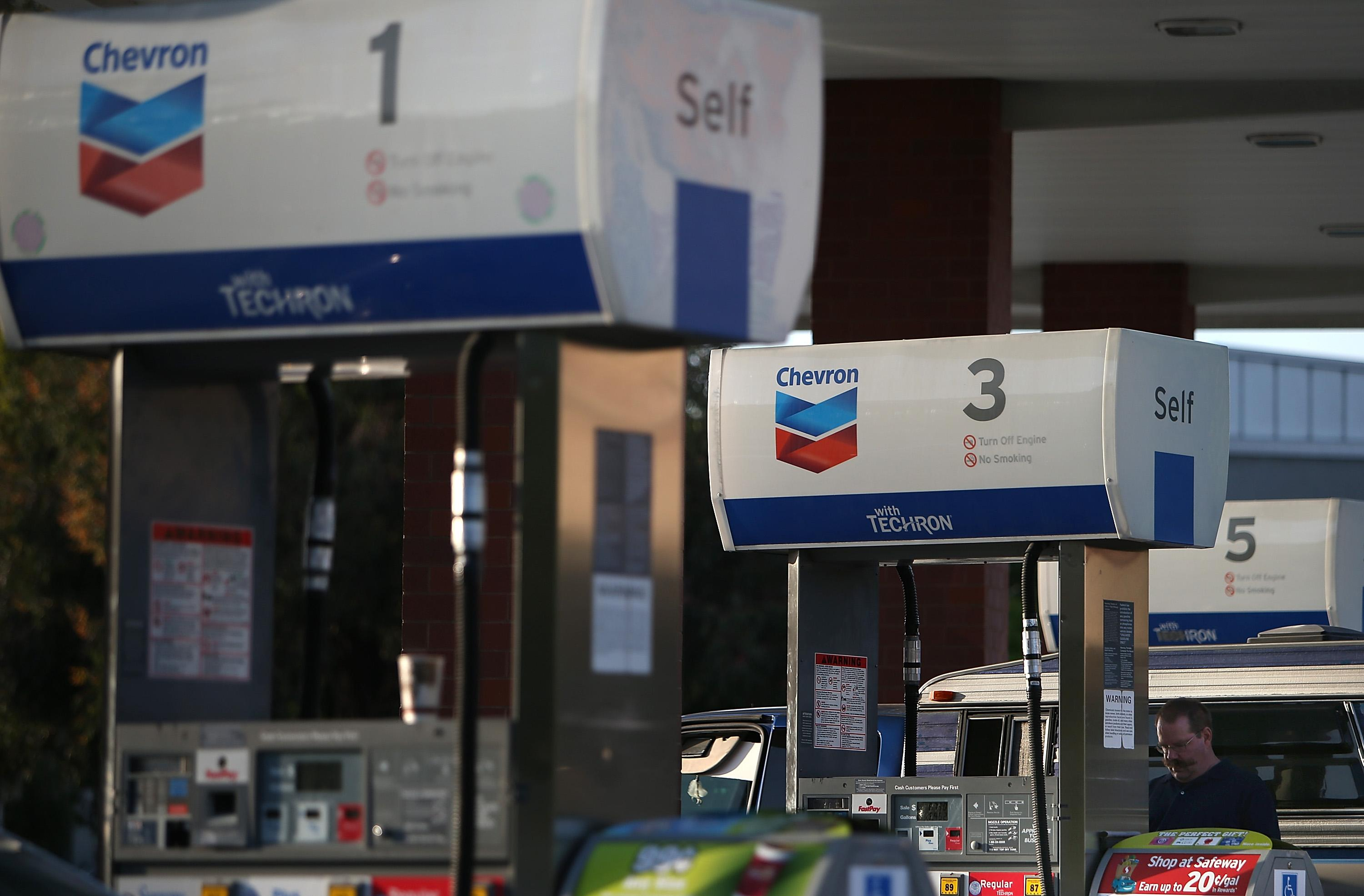 Cheap oil: Chevron slashes investment, share buybacks