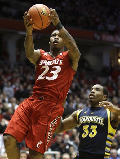 Cincinnati beats No. 8 Marquette 72-61