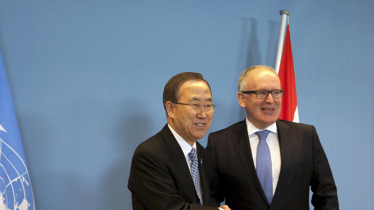 U.N. Secretary-General Ban Ki-moon, left, and Netherlands' Foreign Minister Frans Timmermans, right, pose for a photo prior to their meeting in The Hague, Netherlands, Monday, April 8, 2013. Ban is on a two-day visit here. (AP Photo/Jan-Joseph Stok)