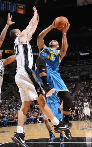 Duncan scores 19 to lead Spurs past Hornets
