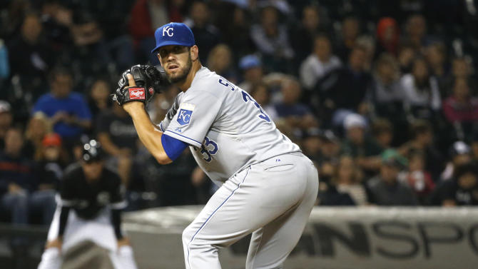 Shields shuts down White Sox, Royals win 5-1