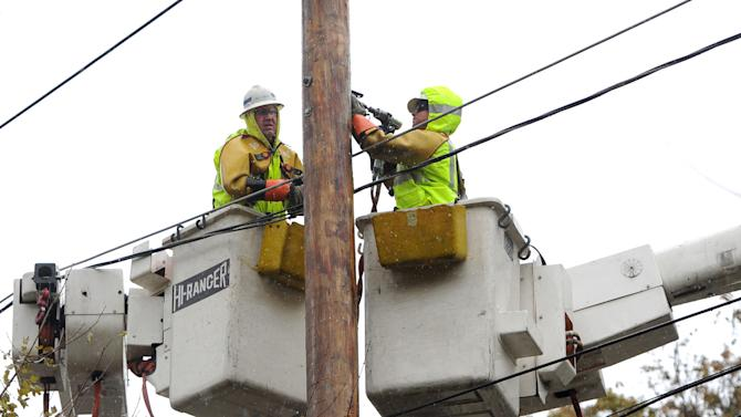 Superstorm utility crews complain of payroll delay