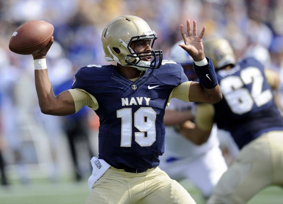 Reynolds carries Navy over Air Force 28-10