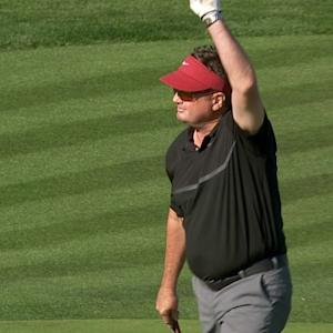 Bob Stoops literally attacks the pin on No. 17 at AT&T Pebble Beach
