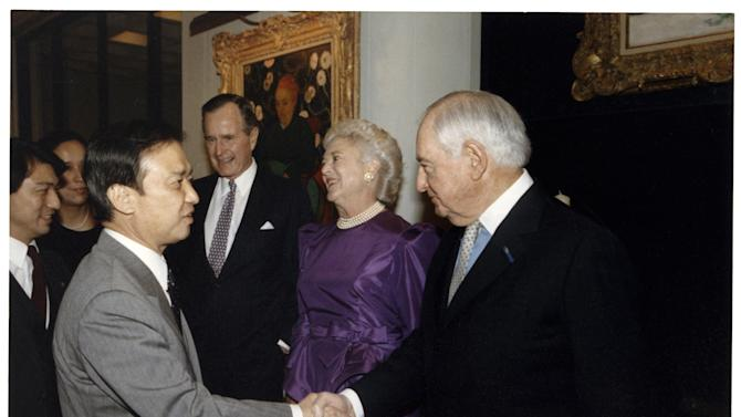 """in this March 2, 1990 White House photo provided by the Annenberg Foundation Trust, from left, Japanese Prime Minister Toshiki Kaifu, President George H.W. Bush, First Lady Barbara Bush, and Walter Annenberg meet at the Annenberg estate, """"Sunnylands,"""" in Rancho Mirage, Calif. The sprawling estate built by late billionaire philanthropists Walter and Leonore Annenberg in the desert east of Los Angeles is a place where political powerbrokers once gathered to discuss critical issues of the day. Now, four years after Leonore Annenberg's death, Sunnylands is beginning a new foray into international diplomacy by hosting two days of talks between President Barack Obama and the newly minted Chinese President Xi Jinping. (AP Photo/White House via Annenberg Foundation Trust)"""