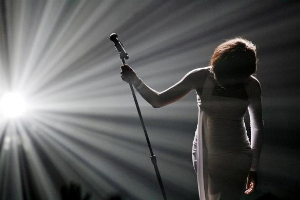 Whitney Houston bows after performing &quot;I Didn't Know My Own Strength&quot; at the 2009 American Music Awards in Los Angeles
