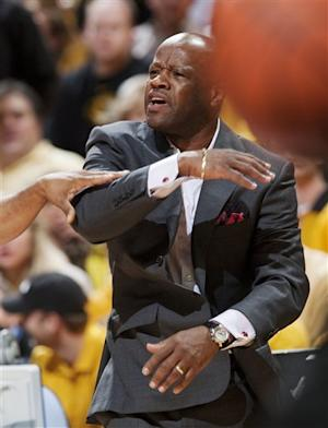 Missouri whips Arkansas 93-63