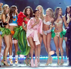 Singer Rihanna, center, celebrates during the finale of the 2012 Victoria's Secret Fashion Show on Wednesday Nov. 7, 2012 in New York. The show will be Broadcast on Tuesday, Dec. 4 (10:00 PM, ET/PT) on CBS. (Photo by Evan Agostini/Invision/AP)