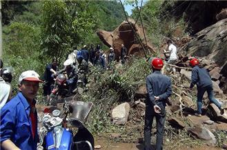 China in rescue effort after deadly quake
