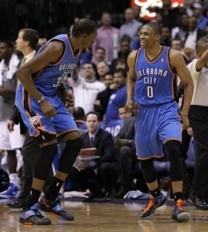 Westbrook, Durant lead Thunder past Mavericks