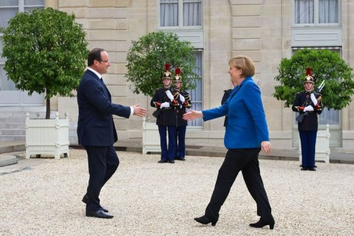 <p>Germany's Angela Merkel held last-minute talks with French President Francois Hollande in Paris before a crucial EU summit but warned she would not budge in her opposition to pooling eurozone debt.</p>