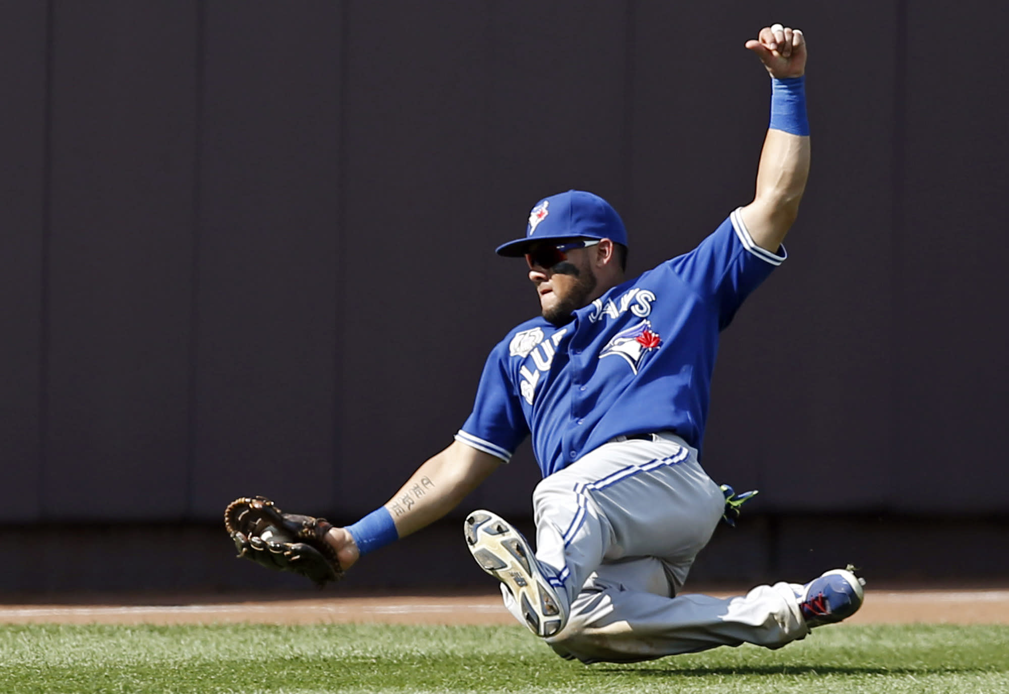 AP source: White Sox reach $42M deal with Cabrera