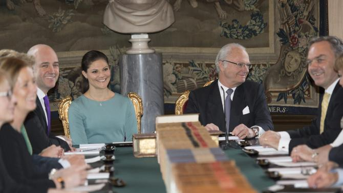 Sweden's King Carl XVI Gustaf, centre right, with Crown Princess Victoria, centre left, heads a royal cabinet meeting to name the newborn girl of Princess Madeleine and her husband Christopher O'Neill as Leonore, Princess and Duchess of Gotland, at the Royal Palace in Stockholm, Sweden, Wednesday Feb. 26, 2014. Sweden's Prime Minister Fredrik Reinfeldt, sits at left, rear. (AP Photo/TT News Agency, Fredrik Sandberg) SWEDEN OUT