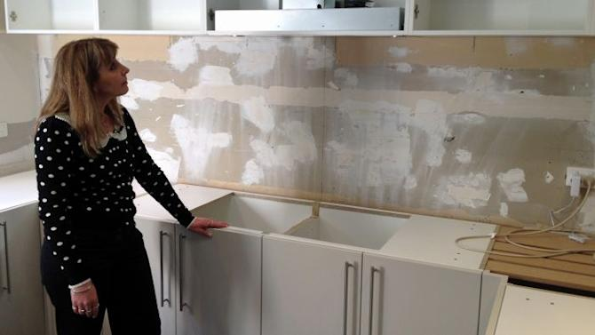 """Rhonda of East Doncaster in Melbourne's east says she has been told she is now """"on her own"""" with her kitchen renovation"""