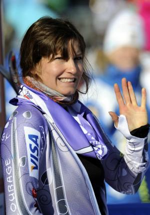 Julia Mancuso, of the United States, waves after winning an alpine ski, women's World Cup super-G, in Garmisch-Partenkirchen, Germany, Sunday, Feb. 5, 2012. (AP Photo/Giovanni Auletta)