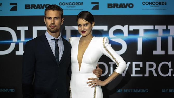 """British actor Theo James and U.S actress Shailene Woodley arrive for the German film premiere of """"Divergent"""" in Berlin, Tuesday, April 1, 2014. (AP Photo/Markus Schreiber)"""