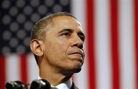 U.S. President Barack Obama speaks about strengthening the economy for the middle class and measures to combat gun violence during a visit to Hyde Park Academy in Chicago, Illinois February 15, 2013. REUTERS/Kevin Lamarque