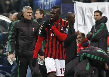 AC Milan's Balotelli leaves the pitch with an injured shoulder during their Champions League round of 16 first leg soccer match against Atletico Madrid at the San Siro stadium in Milan