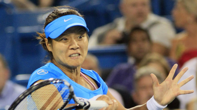 Li Na, from China, hits a forehand against Venus Williams during a semifinal at the Western & Southern Open tennis tournament, Saturday, Aug. 18, 2012, in Mason, Ohio. (AP Photo/Al Behrman)