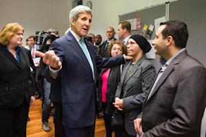 US Secretary of State John Kerry (C) meets with refugees…