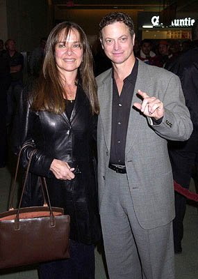 Premiere: Gary Sinise and wife at the Hollywood premiere for The Dancer Upstairs - 1/24/2002 