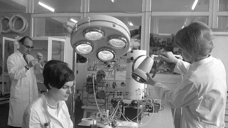 """FILE - An April 21, 1969 photo from files showing a view of a laboratory of the pharmaceutical company """"Chemie Gruenenthal"""", in Stolberg, near Aachen, West Germany, during an animal experiment April 21, 1969 as prosecuters came to inspect the manufacturer of the drug Thalidomide, which was prescribed by doctors as harmless sleeping drug to pregnant women and caused the miscarriage and birth of thousands of crippled children. The maker of a notorious drug that caused thousands of babies to be born with shortened arms and legs or no limbs at all in the 1960's has finally apologized. Thalidomide was given to pregnant women to combat morning sickness but led to a wave of birth defects in Europe, Australia, Canada, Japan and the U.S. Despite the words of contrition, the drug maker Gruenenthal has refused to settle lawsuits, the most recent involving class actions in Australia. (AP Photo/File)"""