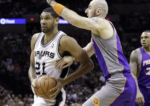 Spurs rout Suns to dampen Phoenix's playoff chase