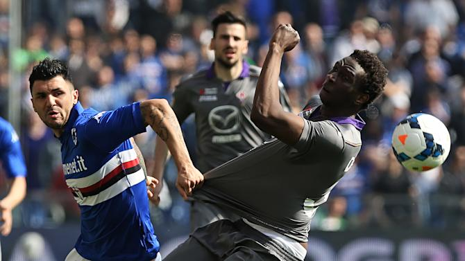 Sampdoria midfielder Roberto Soriano, left, and Fiorentina defender Modibo Diakite fight for the ball during a Serie A soccer match in Genoa, Italy, Sunday, March 30, 2014