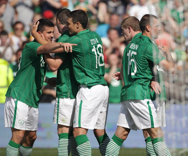 Shane Long (left)