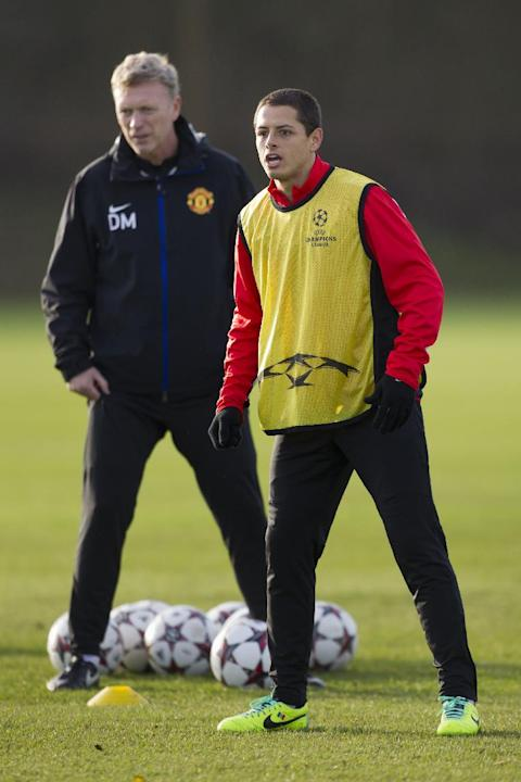 Manchester United's Javier Hernandez, right, stands alongside manager David Moyes as the team trains at Carrington training ground in Manchester, Monday, Dec. 9, 2013. Manchester United will play