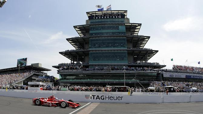 Scott Dixon, of New Zealand, crosses the start/finish line to start the 99th running of the Indianapolis 500 auto race at Indianapolis Motor Speedway in Indianapolis, Sunday, May 24, 2015.  (AP Photo/Darron Cummings)