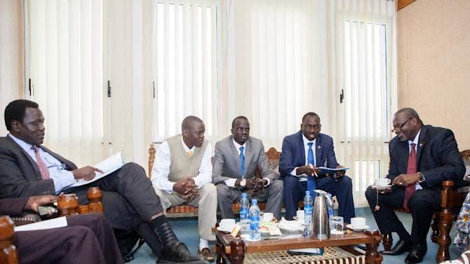 South Sudan rebel chief and former vice-president Riek Machar (R) speaks with his delegation prior to a meeting on March 3, 2015 in Addis Ababa