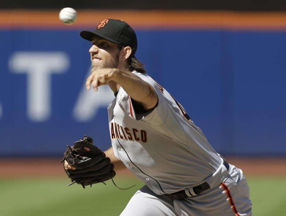 Bumgarner strikes out 10, Giants edge Mets 2-1