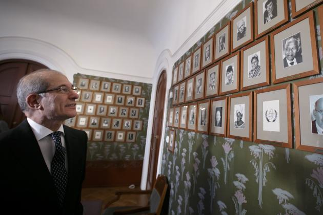 Director General of the OPCW Uzumcu looks at portraits of previous Nobel Prize laureates in Oslo